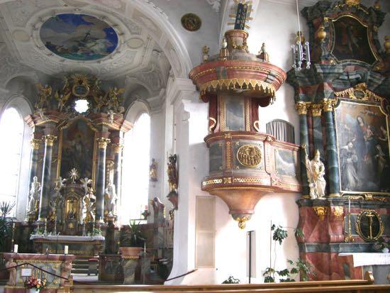 Alteret og prædikestolen i Wasserburg kirke