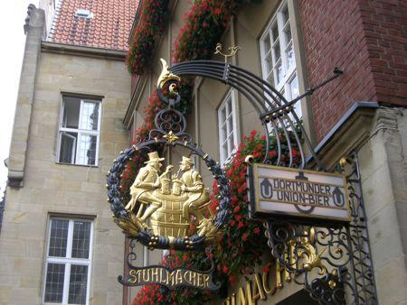 Billedet hviser Düsseldorf og øl hænger sammen