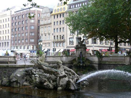 Billed af fontæne ved Königsallee i Düsseldorf