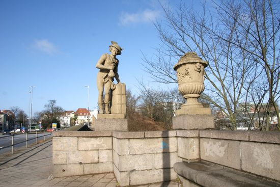 Merkur på broen Puppenbrücke i Lübeck