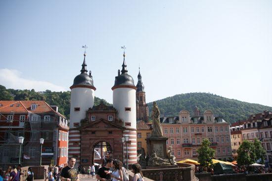 Broport ved broen Alte Brücke i Heidelberg